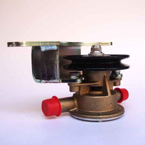 Pompe eau de mer d'origine pour moteurs Yanmar 3YM20 / 3YM30 / 2YM15    Référence Yanmar : 128990-42510 / JOHNSON : 10-13337-01 Yanmar 3YM20 / 3YM30 / 2YM15
