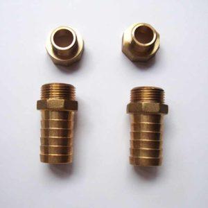 Le kit raccords comprend 2 réductions F/M ¾ X 1/2 et 2 embouts filetés ¾ X25    pour entrée et sortie eau de mer de la pompe     Kit raccords 25