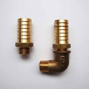 Le kit raccord se compose de 2 raccords 3/8 X 20mm + 1 coude M/F 90° 3/8.    Si anti-siphon monté après la pompe pour les voiliers kit raccords 20 / 20